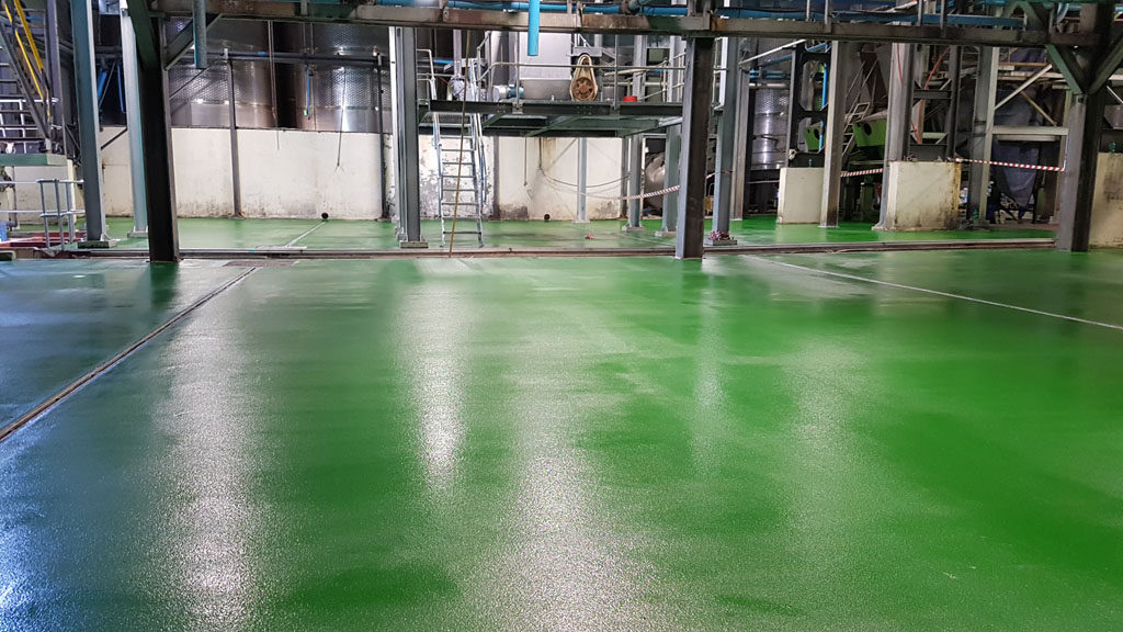 Colour tinted non-slip epoxy floor