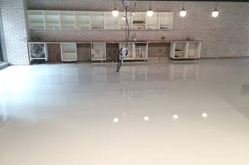 Cafeteria epoxy floor self-levelling in UK